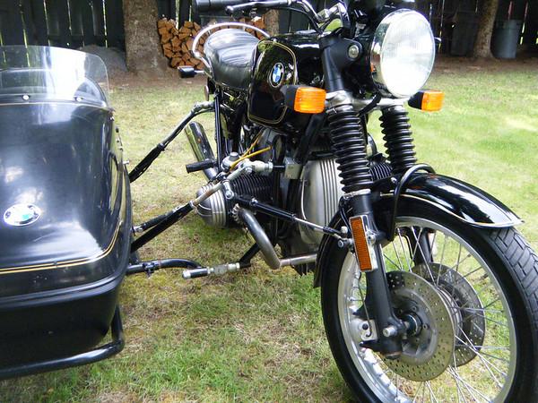 http://thevelvethammer.smugmug.com/Motorcycles/r100s-bmw-sidecar/20100601316100019/886828076_BtKEB-M.jpg